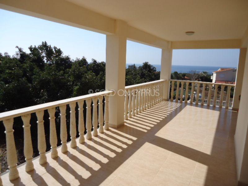 Upstairs-right-balcony