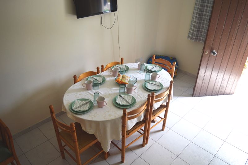 2 bedroom apartment dining area