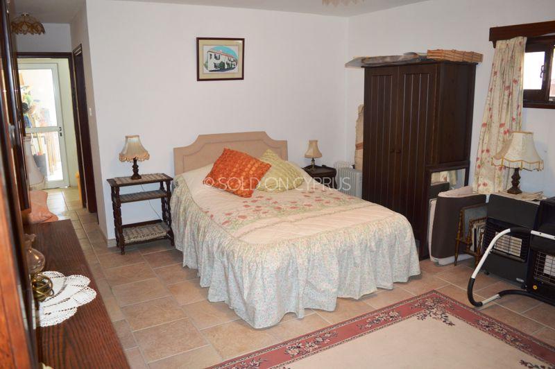 Basement flat bed lounge
