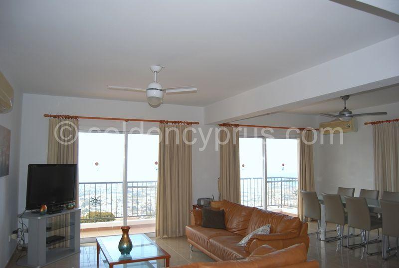 Spacious Lounge/Dining Room with Panoramic Views