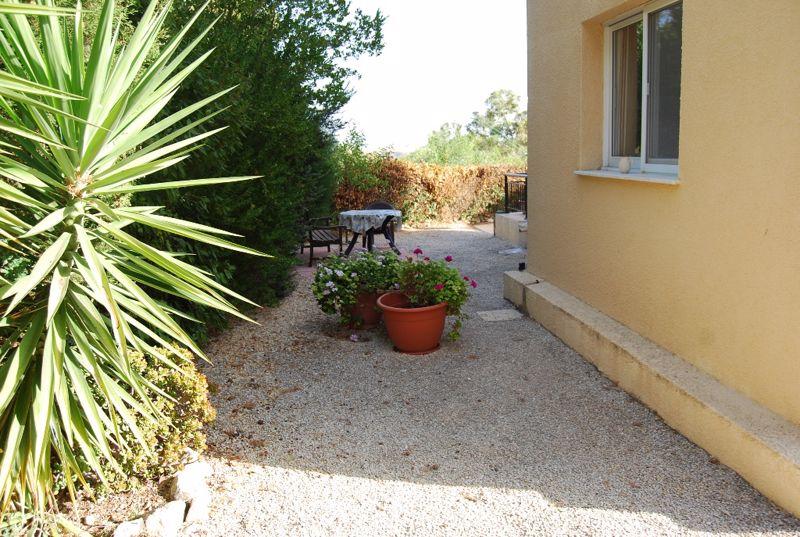 Side Garden Area 2