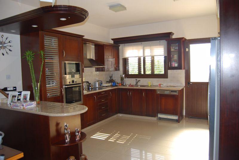 Separate hard wood kitchen