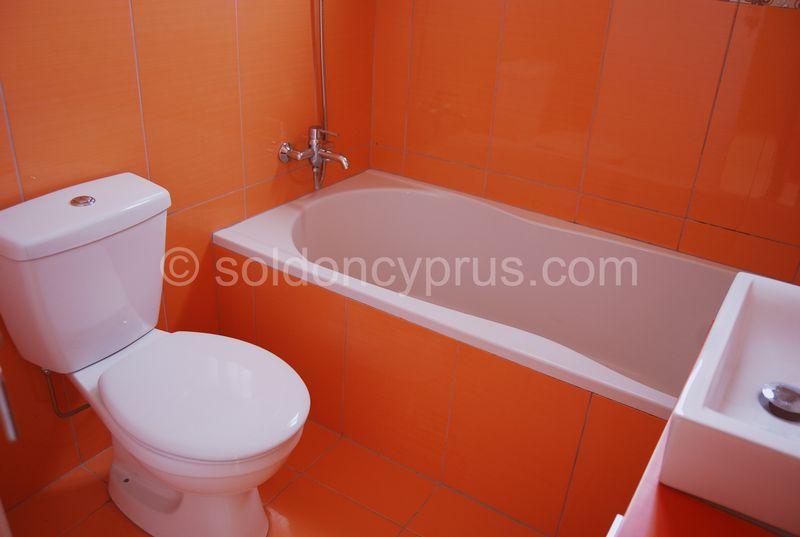 Villa 2 - Family Bathroom