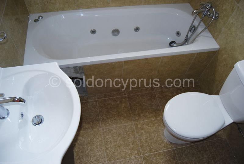 Villa 3 - Family Bathroom