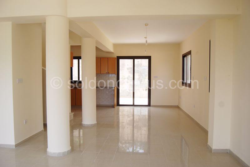 Villa 4 - Living & Dining area