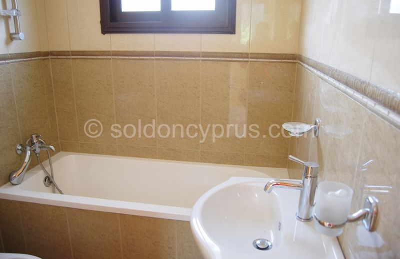 Villa 4 - Family Bathroom