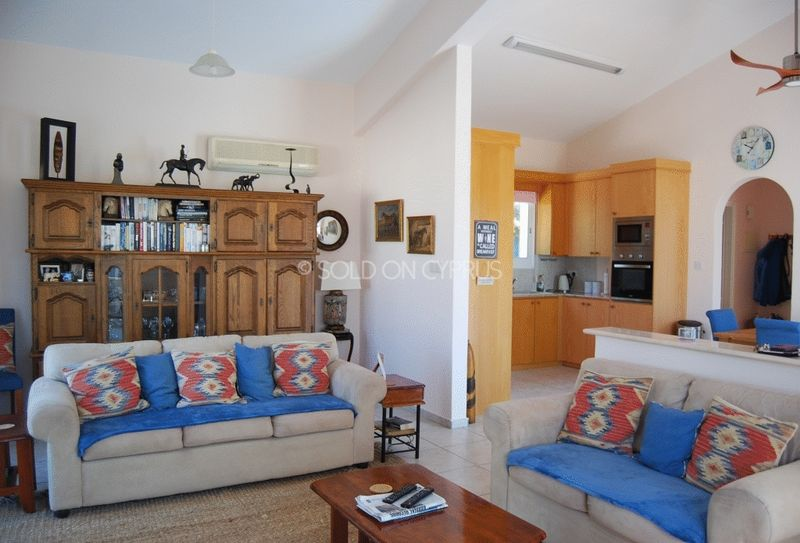 Spacious and Bright Lounge/Dining/Kitchen