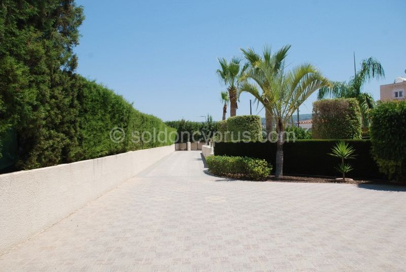 Driveway with Turning Space