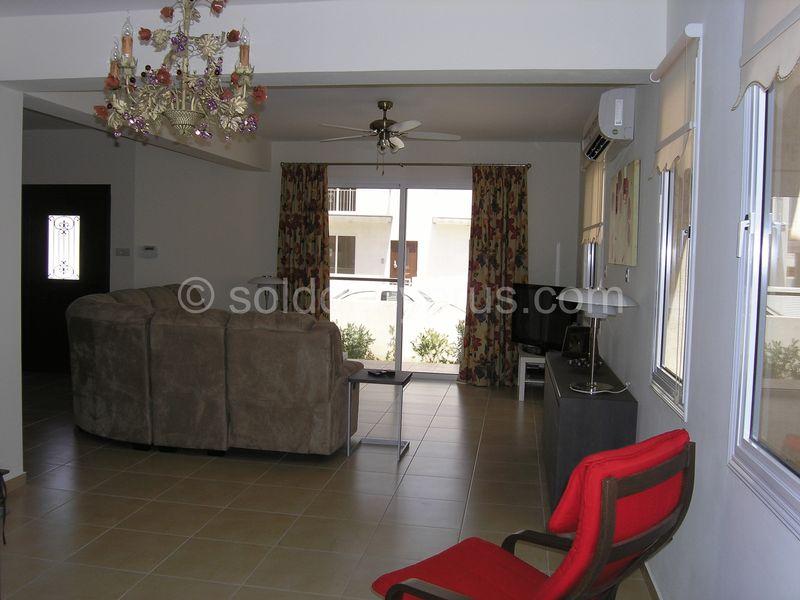 4-bedrooms-villa-larnaca-for-sale