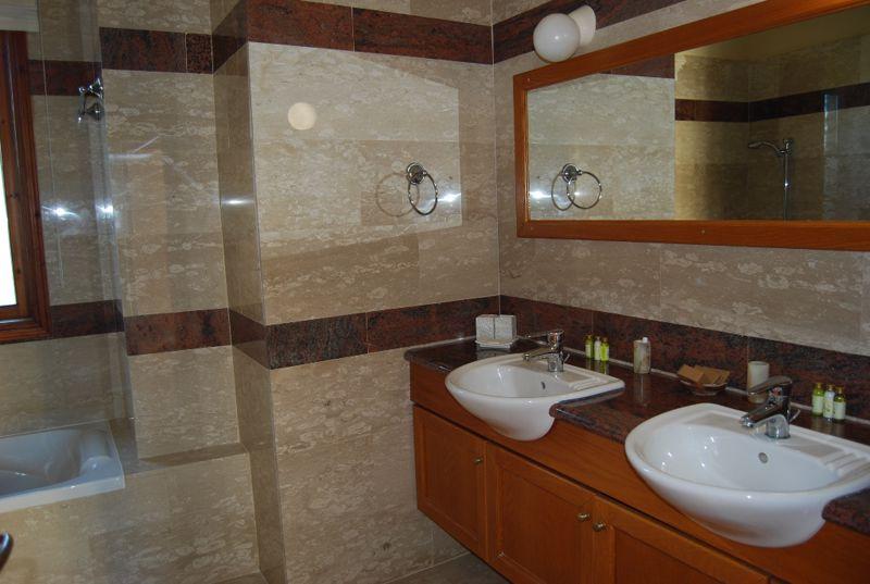 Double sink unit in master en-suite