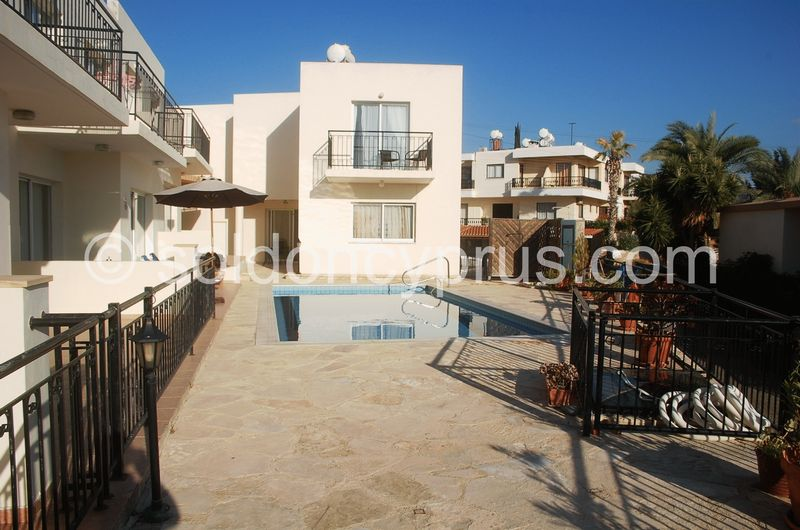 4-bedrooms-property-paphos-for-sale