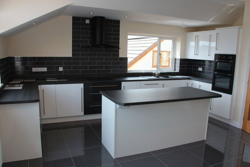 KITCHEN AREA (SHOW HOME)
