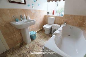 Bathroom upstairs - new