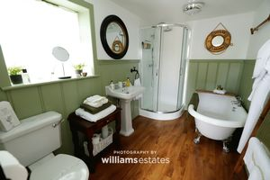 Holiday Cottage- Bathroom