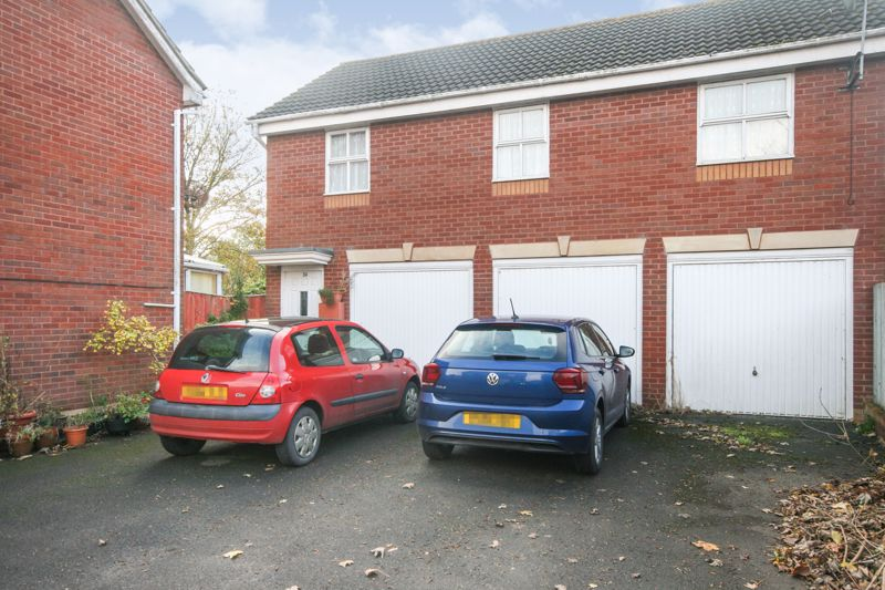 Garage (Middle)