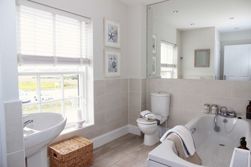 Wainhomes Show Home Bathroom