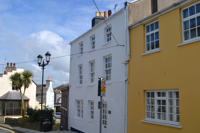 Castle View Cottage, 6 Bank Street