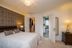 Walk In Wardrobe & En Suite