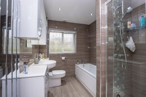 Lovely Refitted 4 Piece En Suite