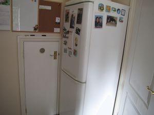 Space for fridge freezer
