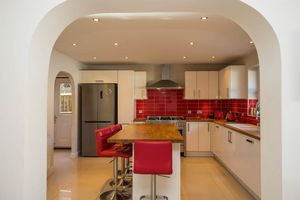 Spacious Refitted Kitchen/Breakfast Room