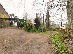 Lindsaylands Road