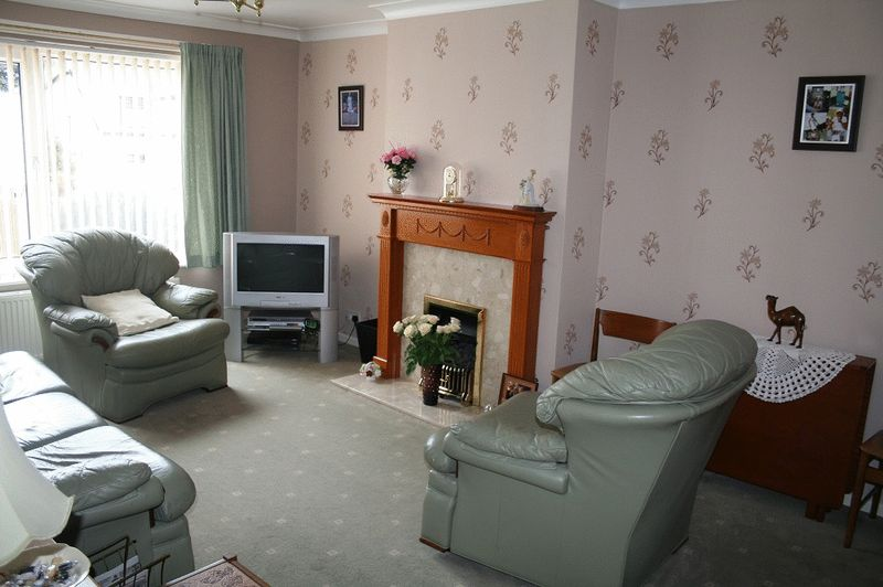 39 carr road - lounge