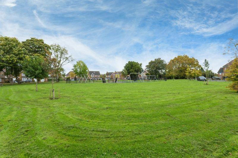 School Close Downley