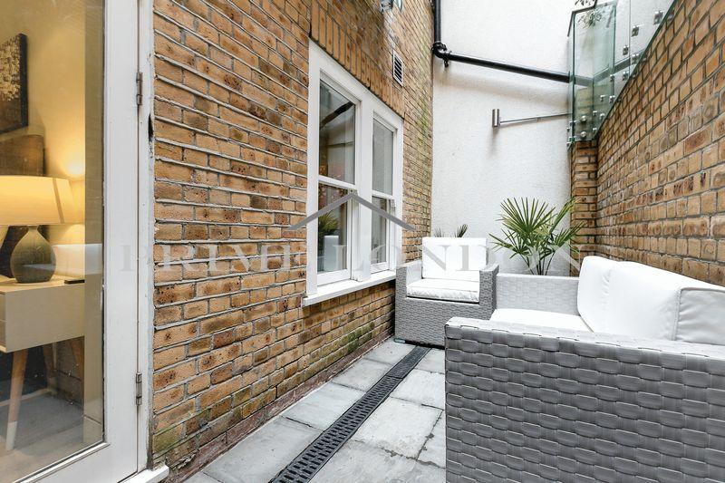16 Warwick Row
