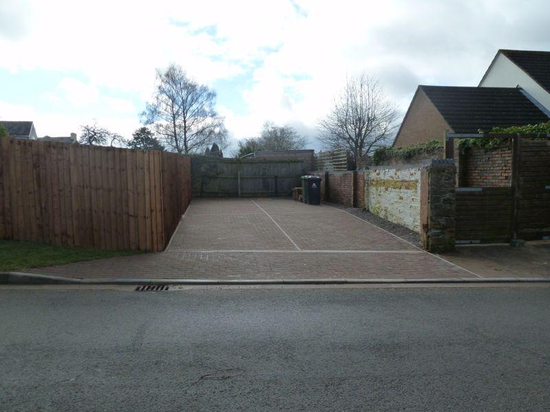 Parragate Road