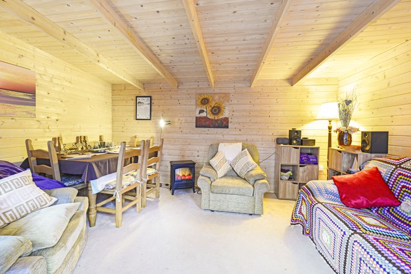 Summer Lounge / Lodge