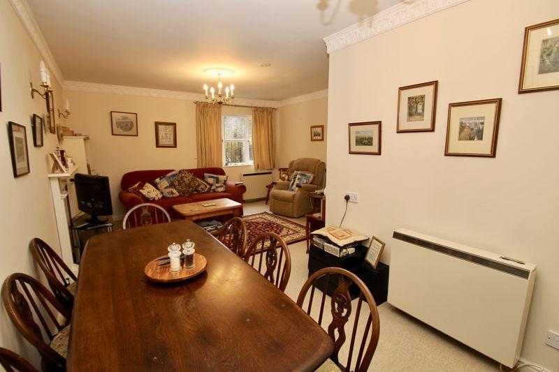 L shaped sitting room/diner