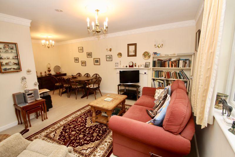 L-shaped sitting room diner