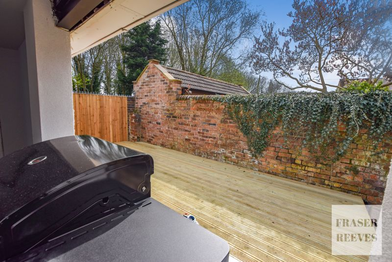 Second decking area