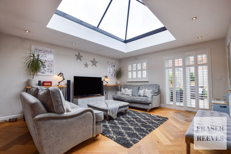ARCHITECTURAL GLASS LANTERN ROOF
