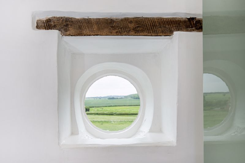 View 1 Round Window