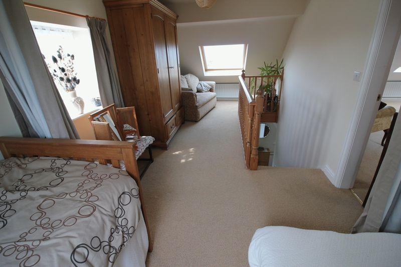 f/f sitting room bedroom area