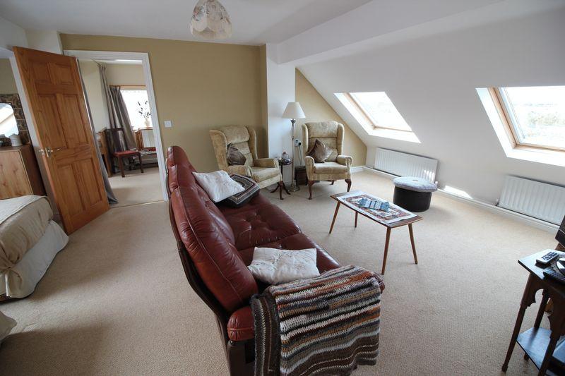 f/f Bedroom & Sitting Area