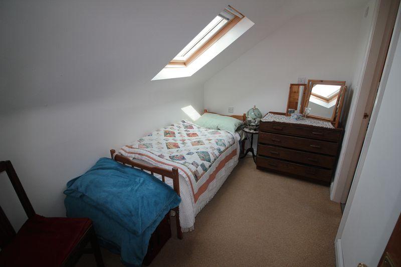 f/f Single Bedroom