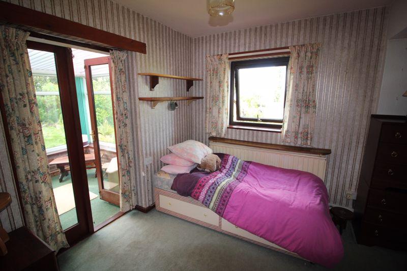 Living room/poss bed 4