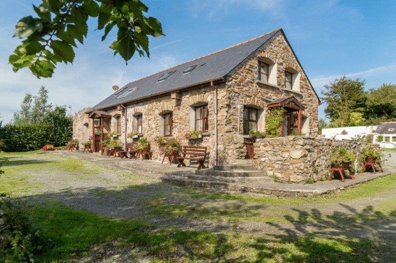 Side/rear of cottages