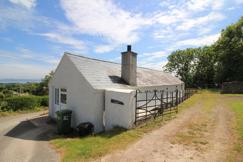 Gwnus cottage