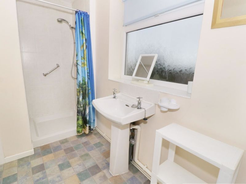 Gwnus Bathroom