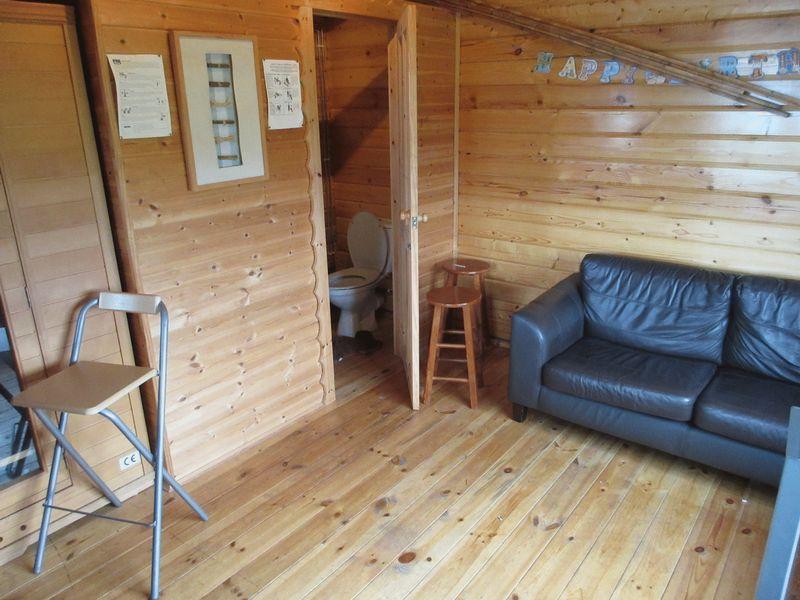 Log Cabin/Summer House