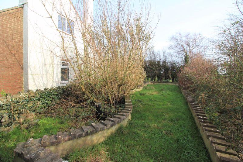 Side strip of land/garden