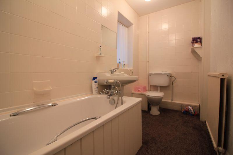 Bathroom g/f