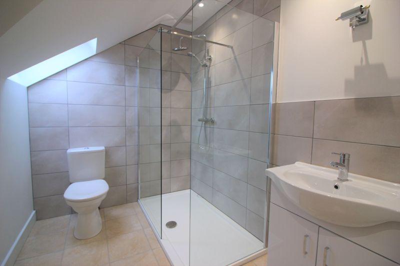 En suite shower room to main bedroom
