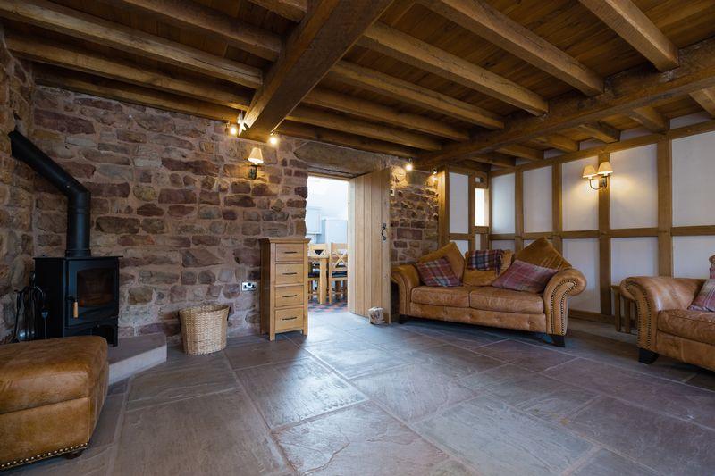 Lounge (log burner)