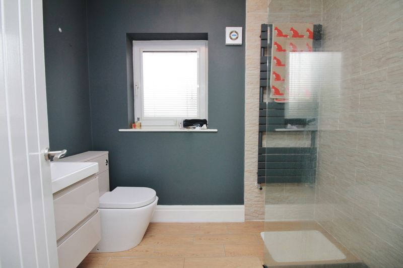 Master En Suite Shower Room