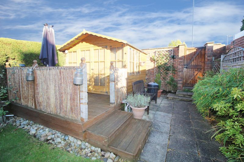 Summer House & feature wooden decking